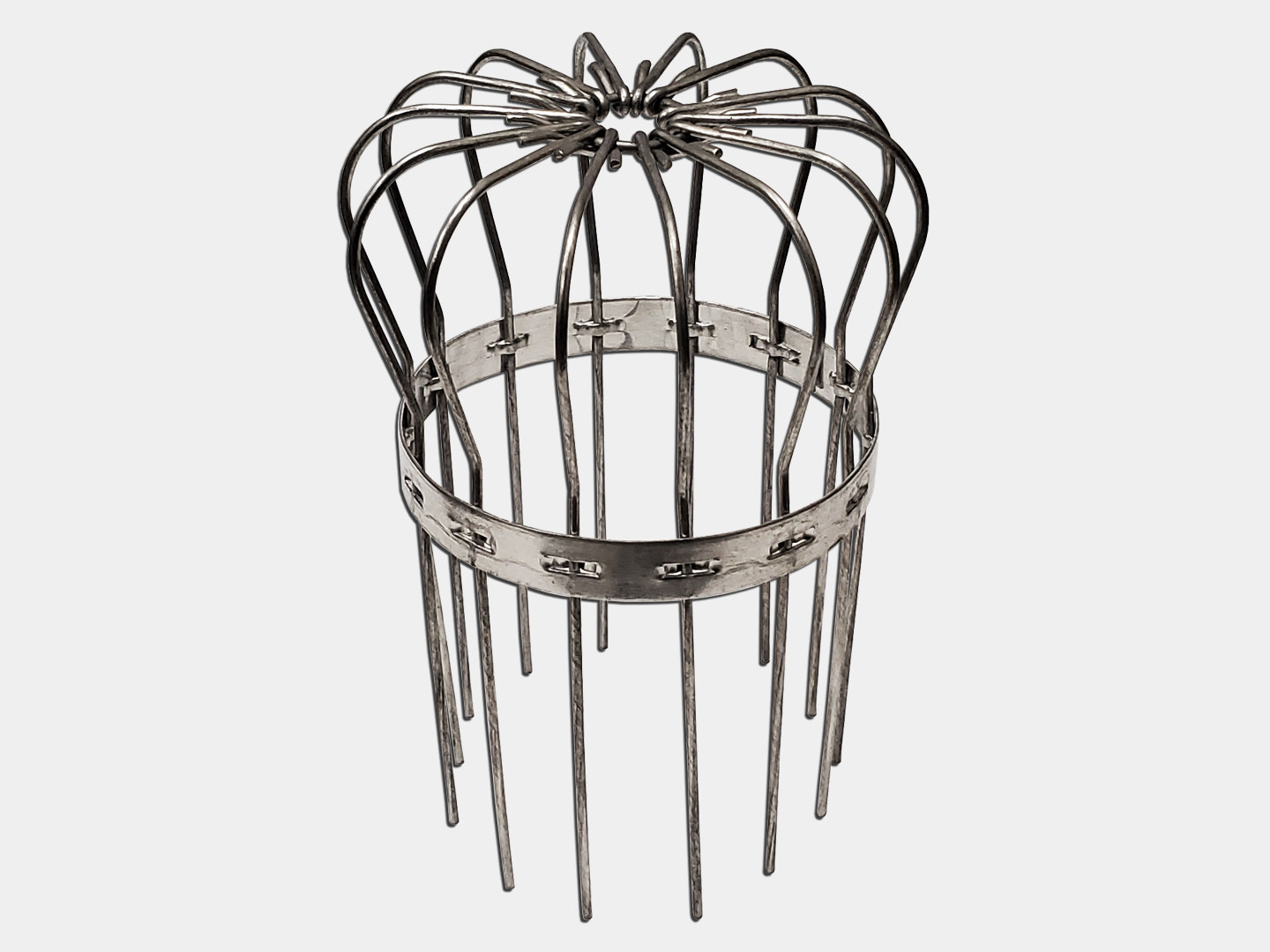 Aluminum wire strainer for gutter outlet