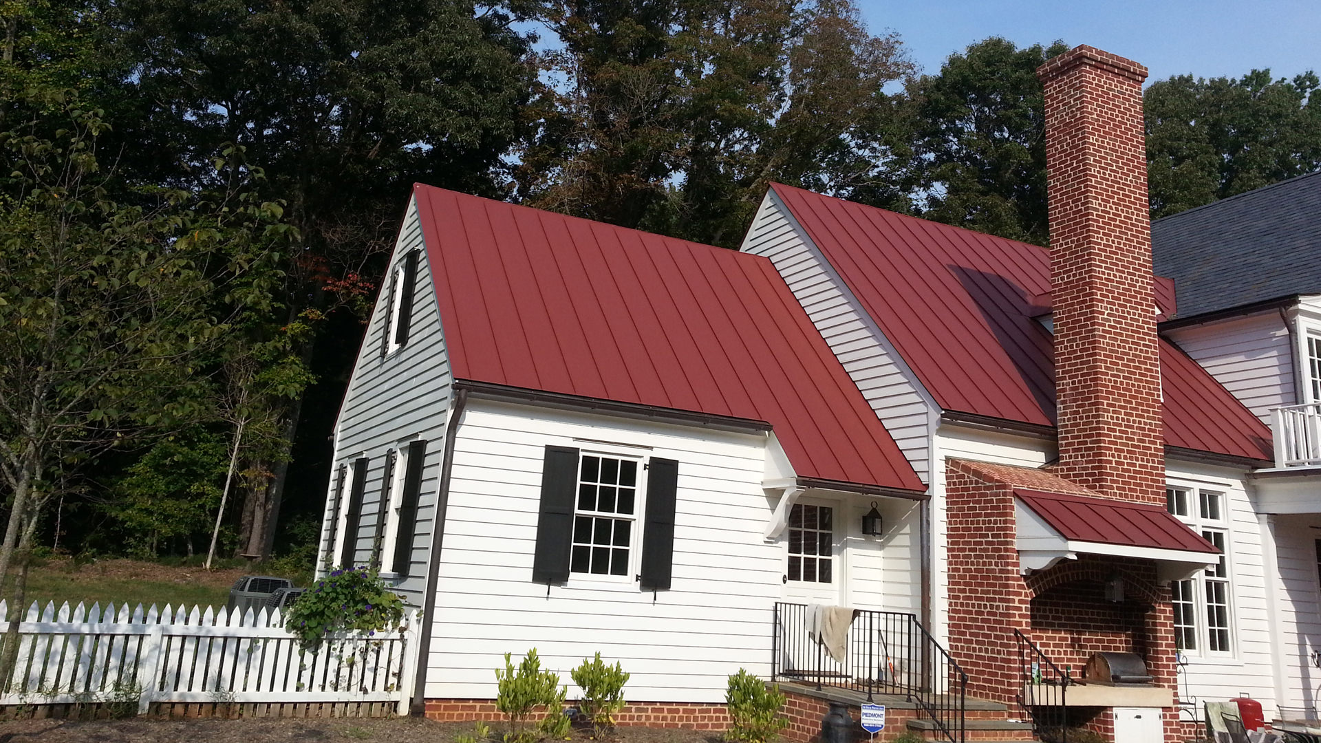 Mechanical double lock standing seam colonial red aluminum roof panel installation
